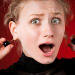 耳たぶが厚い人がピアスをつけると腫れて痛いの?